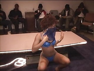 Randy stripper showing her black pussy to the crowd