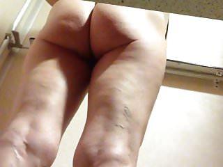 Milf in changing room is creaming her cunt. Umkleidekabine