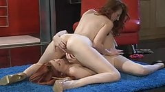2 hot girls 143