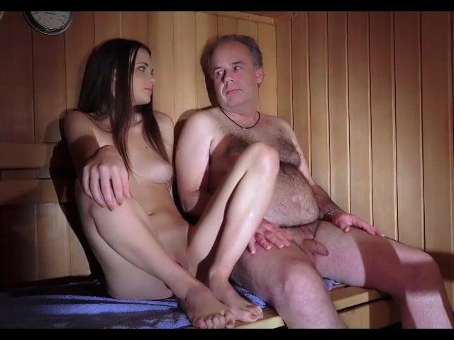 Порно внучка соблазняет деда в бане сауне