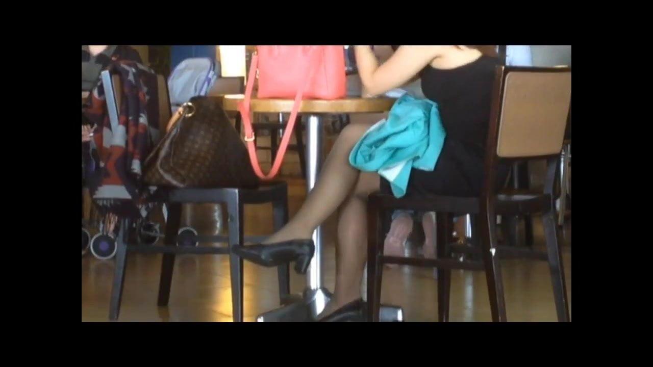 Видео скрытой камерой чулки колготки