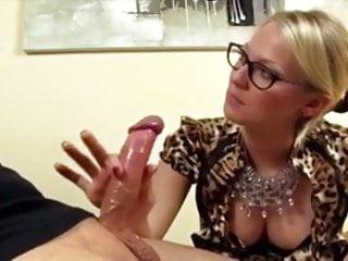 Download video bokep Blonde gives hot finger hand job (CFNM) Mp4 terbaru