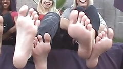 3 girls show her feet