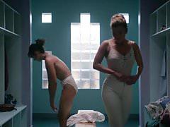 Alison Brie. Betty Gilpin -GLOW s1e01