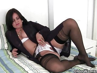 Brit mum in stockings fucks herself