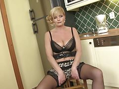 Mature MILF with posh sexy body and tits