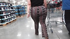 Mexican BBW with a whole lotta jiggley ass in spandex pants