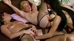 80er Jahre Porno in voller Laenge mit faustgeilen Lesben