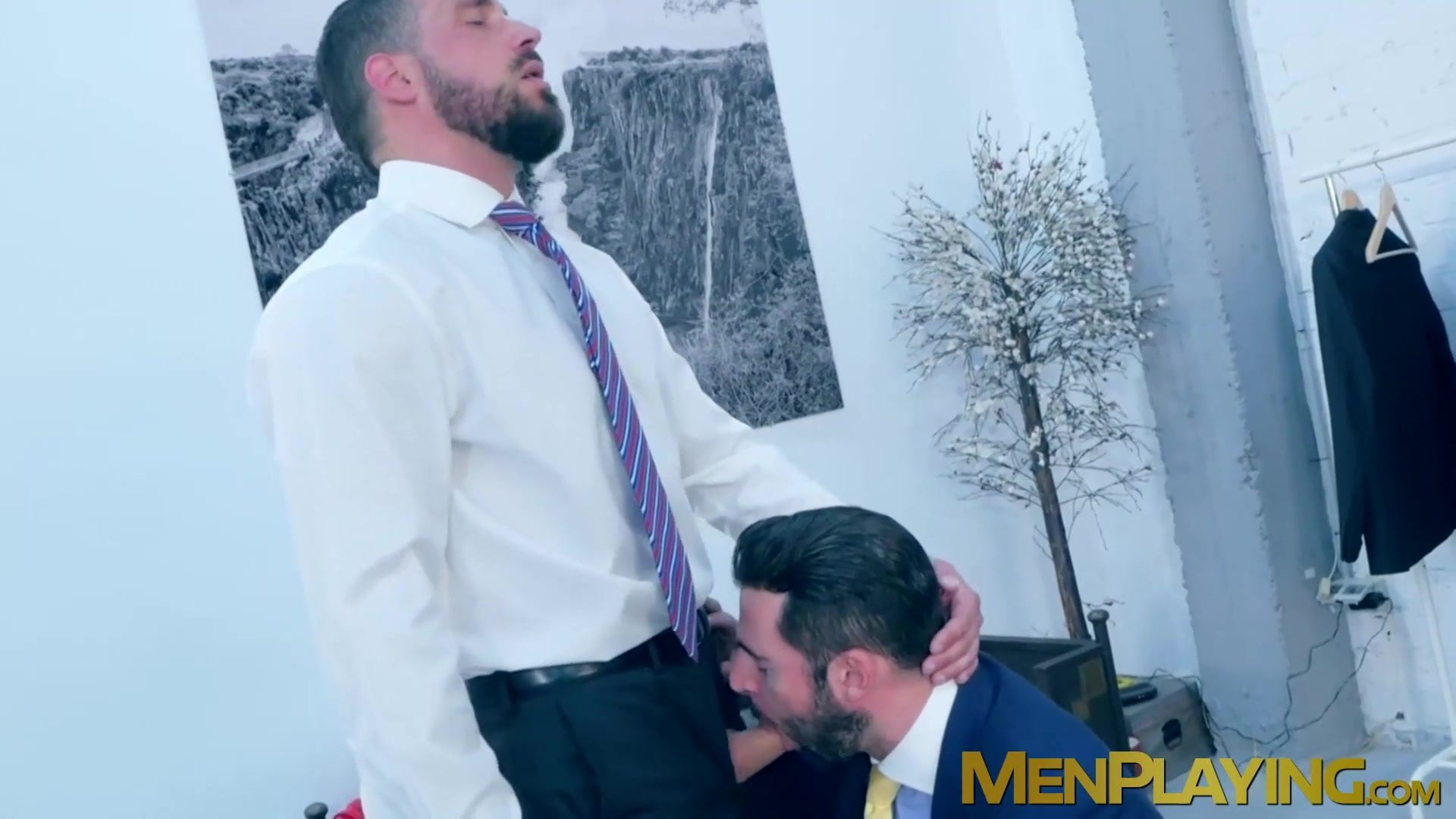 Two elegant males use their day to fuck at work and find it irresistible