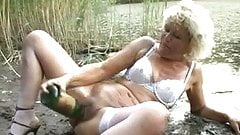 Precisely does mature outdoor huge dildo situation