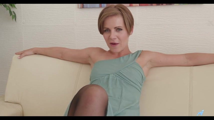 Mature sasha zima fingering herself