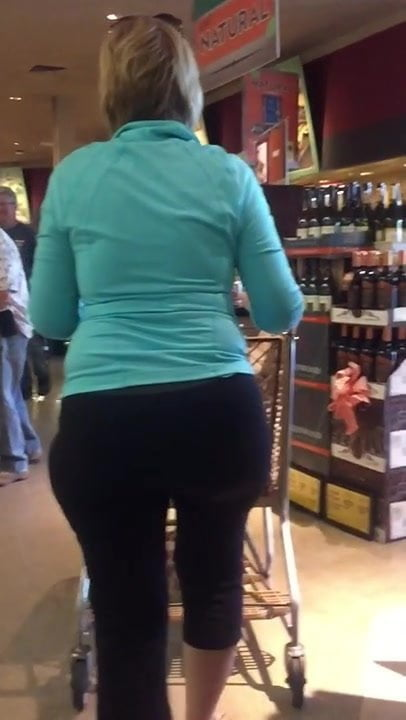 Awesome big butts sexy milfs shaking in tight white pants