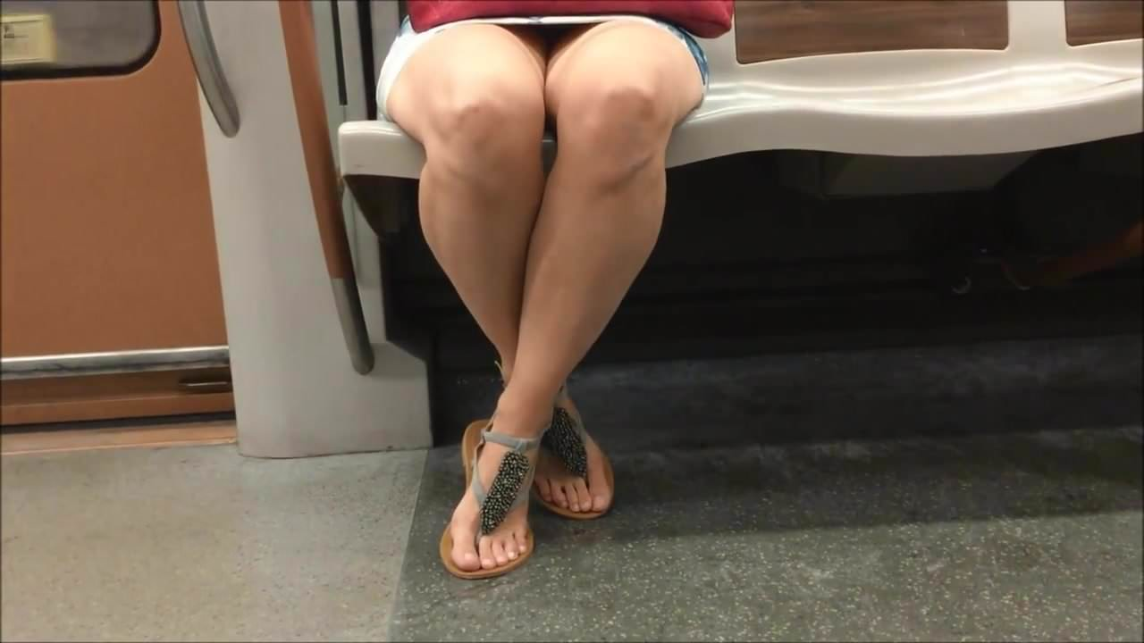 Face The Sandals On In Candid Metro Feet N8PX0knwO