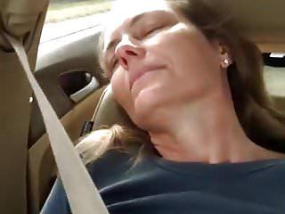 Natacha vibrates her cunt