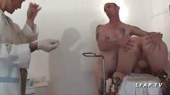 Examen de jouet de sexe anal