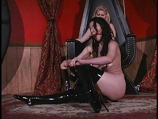 Slut punishes sexy sex slave in latex