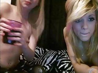 2 Cute Teen Lesbians Long Cam Show