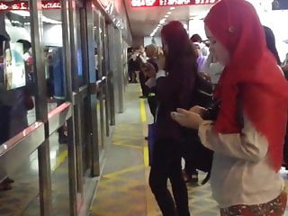 Download video bokep Hijabi Ass Touch On The LRT In KL, Malaysia (part 1) Mp4 terbaru