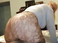 Mature PAWG Shaking Ass On Bed
