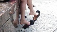 unbelievable SEXY - candid double dangle high heels  OMG