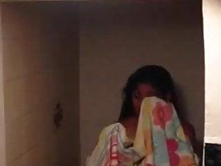 Espiadacuando sale de la ducha