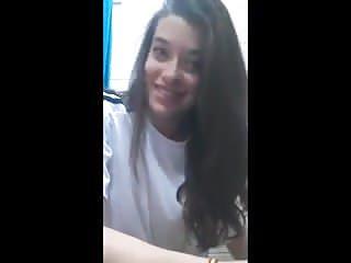 Espanola de 18 anos se desnuda en video para su novio