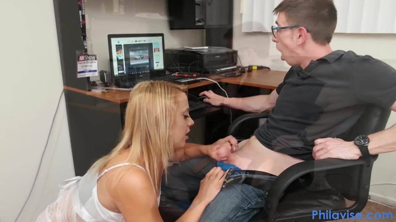 free download & watch philavise dude gets a beeg from stepsis while