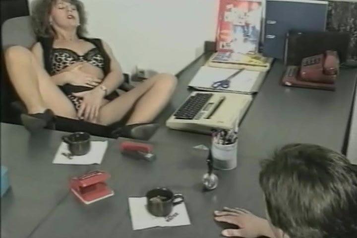 Urin-Genuss! (1990's)— Scene 01— Magma Wet— Pissing