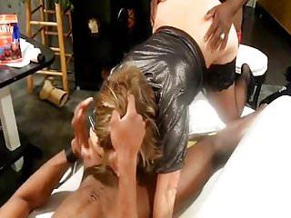 lisa soumise a 2 blacks - homemade cuckold BBC