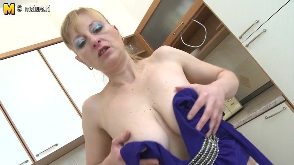 hangers mom wife granny Mature milf saggy