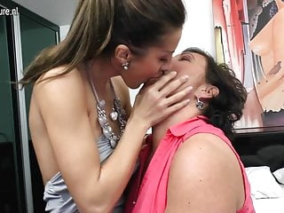 Hot girl fucks sexy mom