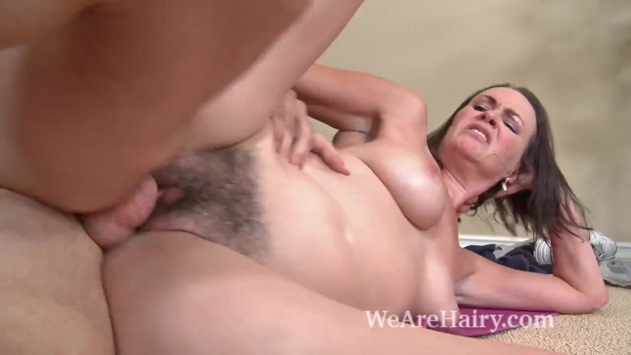 Natural hairy pussy cum