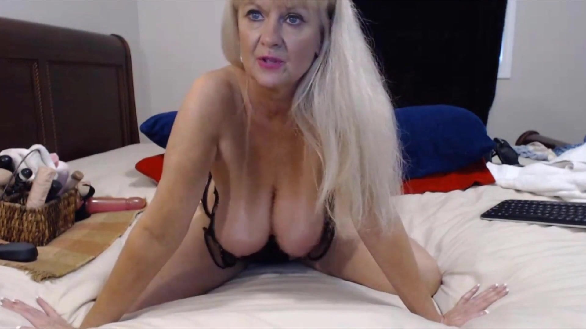 Talkative Granny Tammy With Bouncing Big Tits Free Porn B6-9918