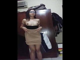 Video bokep online Cewenya Disuruh Striptease 3gp