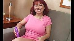 Yanks MILF Debbie Paige Cums