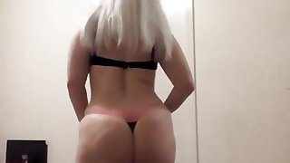 Sexy blonde shaking her ass