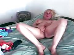 Horny mature slut giving toy fuck solo