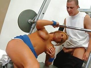 Nikki Sexx fucking in the gym