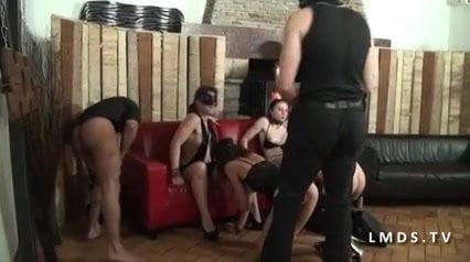 Orgie en latex de libertins francais dans La Maison du Sexe