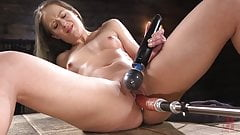 Muscular Bombshell Machine-Dildoed