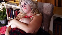 Posh bigtit mature mother with super body