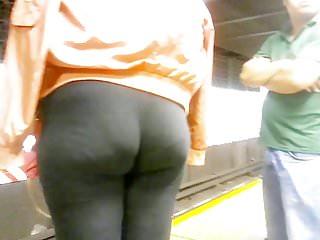 Nice Ebony Vpl Wedgie Booty in Leggings