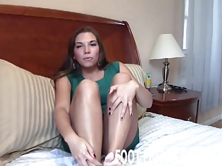 I want you to cover my tiny feet with your hot cum