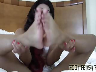Preview 4 of You cant keep your eyes off my cute little feet