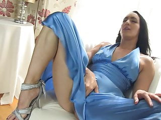 Download video bokep Irene masturbates! with silk dress with smell very drooled Mp4 terbaru