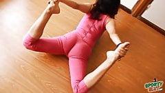 Big Booty Teen Doing Hot Yoga In Tight Bodysuit! Cameltoe!