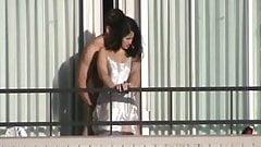 cogiendo en el balcon