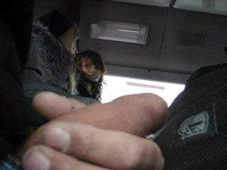 Пацан дрочит на телку в автобусе, порно видео старику