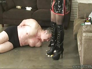 Japanese mistress spits on slaves and makes slaves get foods