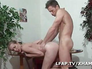 Elle se fait defoncer le cul pour son casting porno